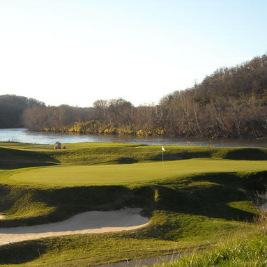 golf course hole on pete dye river course