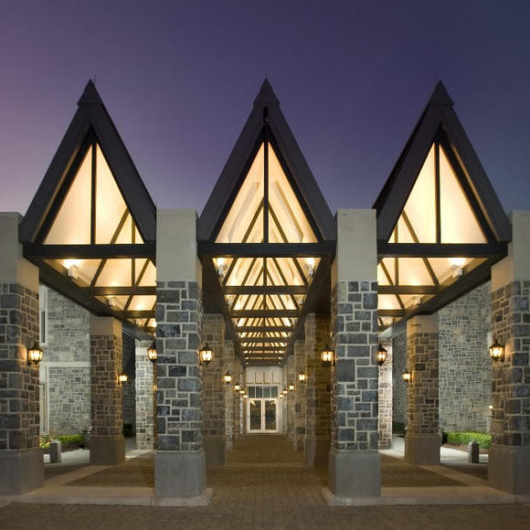 front entrance of inn at virginia tech